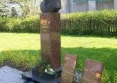 Park im Rotmistrza Pileckiego w Wieluniu – popiersie Witolda Pileckiego