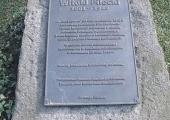 Tablica upamiętniająca pobyt W. Pileckiego w Koryznówce u Tomasza Serafińskiego